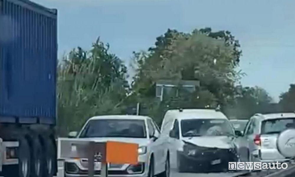 Incidente SUV contromano, il video, le cause