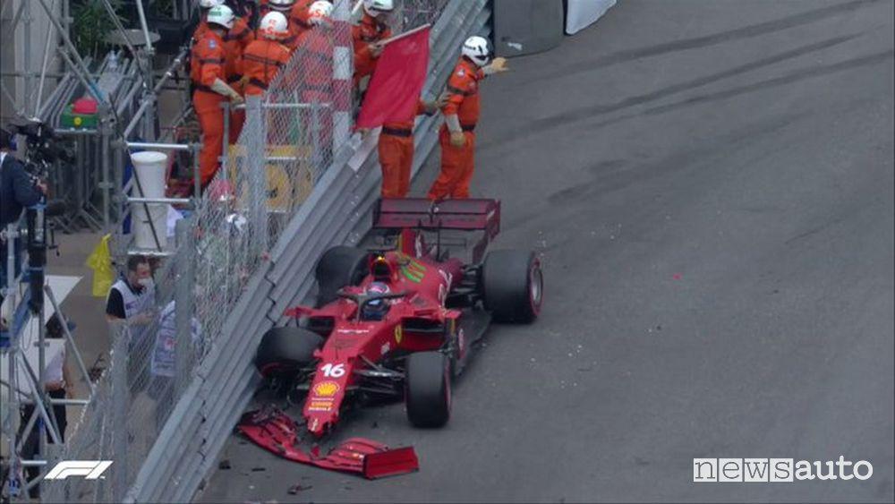 Dopo la pole la Ferrari di Leclerc è andato a sbattere alle Piscine causando la bandiera rossa