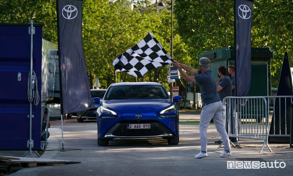 Il record di percorrenza della Toyota Mirai ad idrogeno con autonomia di 1.000 km