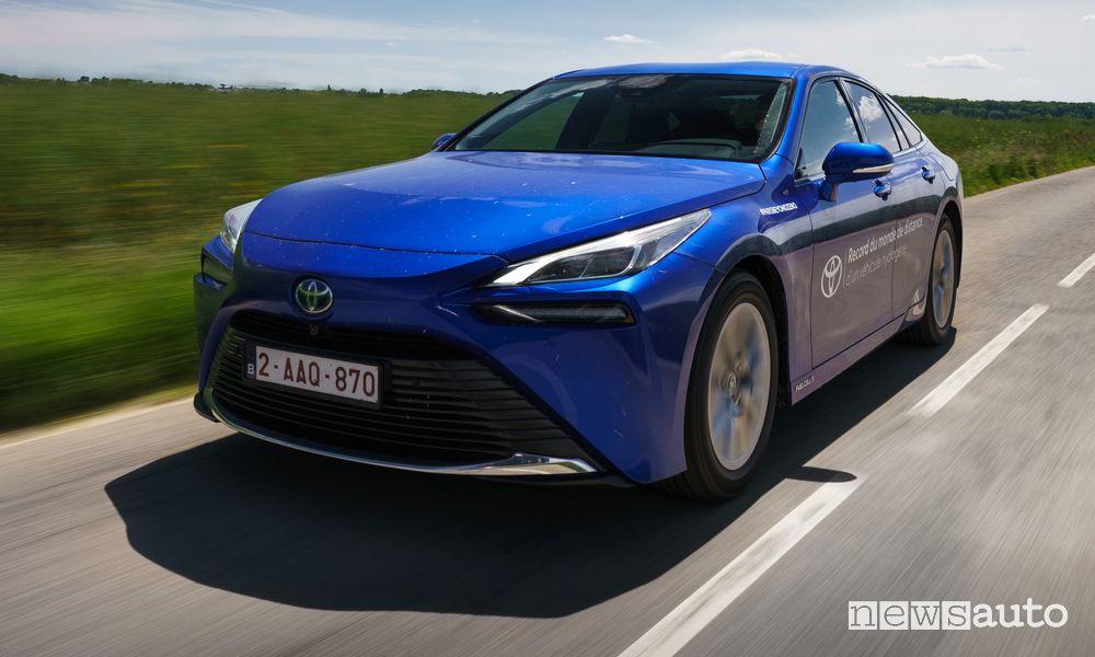 Record Toyota Mirai a idrogeno fuel cell