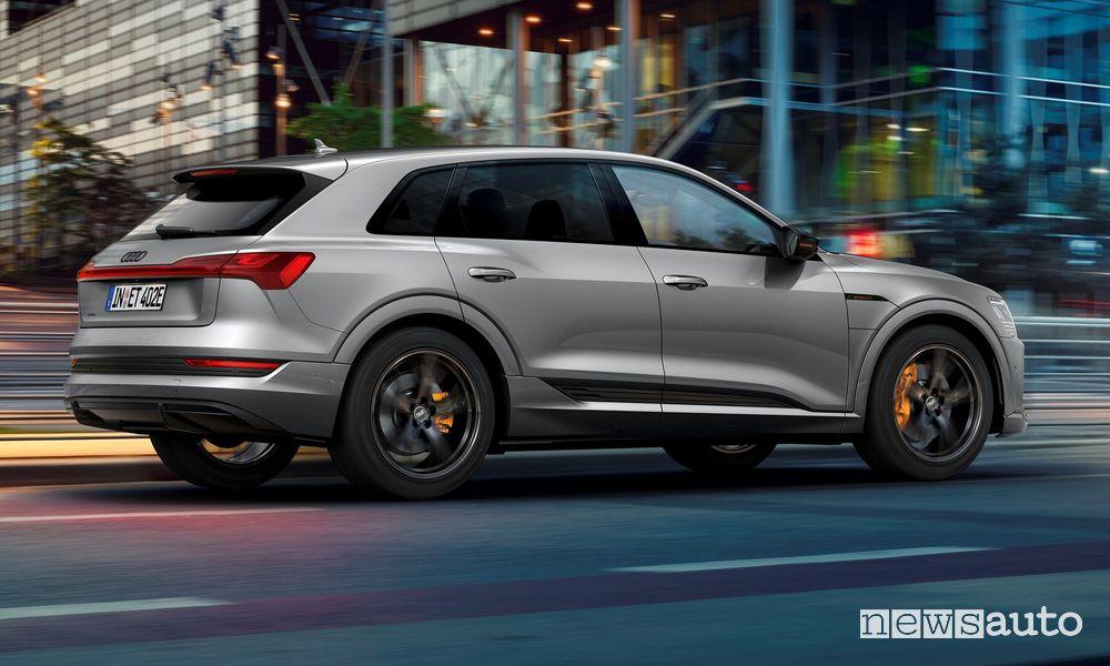Vista posteriore Audi e-tron S line black edition