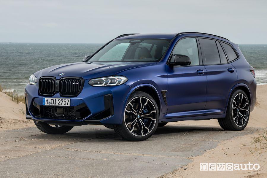 Vista di profilo BMW X3 Competition