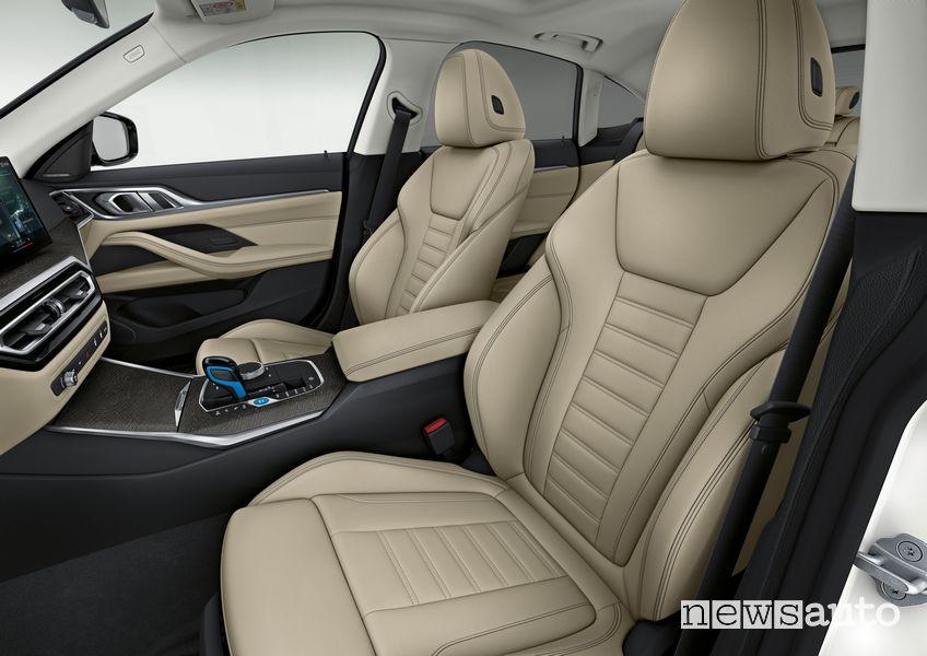 Sedili anteriori abitacolo BMW i4 eDrive40 elettrica