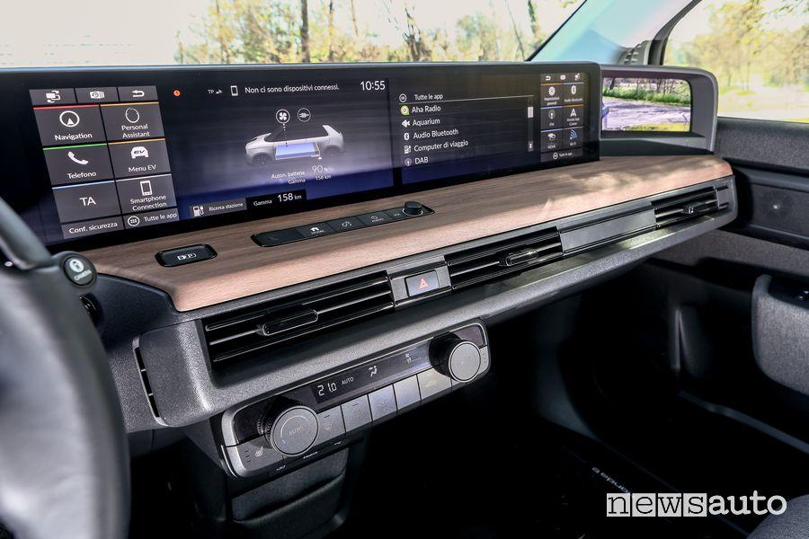 Display infotainment abitacolo Honda e elettrica