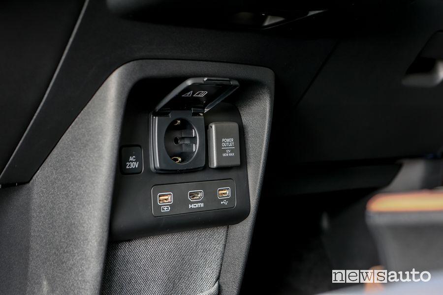 Presa 230V, USB, HDMI abitacolo Honda e elettrica