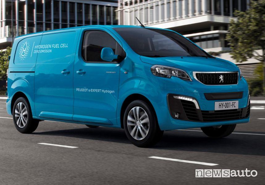 Vista di profilo Peugeot e-Expert Hydrogen su strada