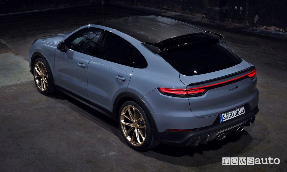 Vista posteriore nuova Porsche Cayenne Turbo GT