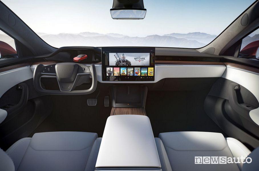 Abitacolo futuristico sulla Tesla Model S