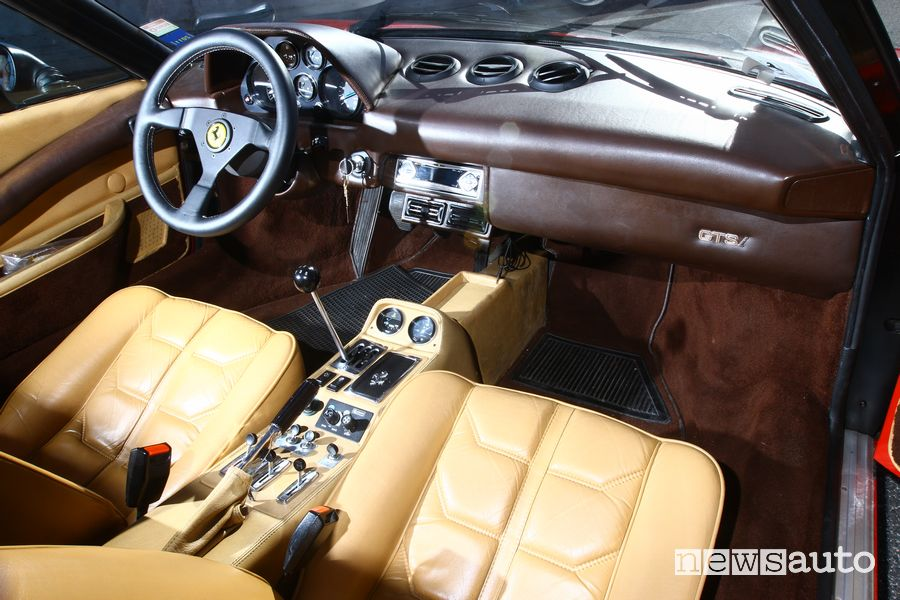 Plancia strumenti abitacolo Ferrari 308 GTS Magnum P.I.