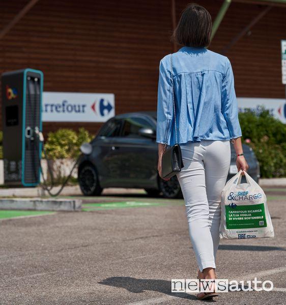 ricarica Fiat 500n elettrica al Carrefour