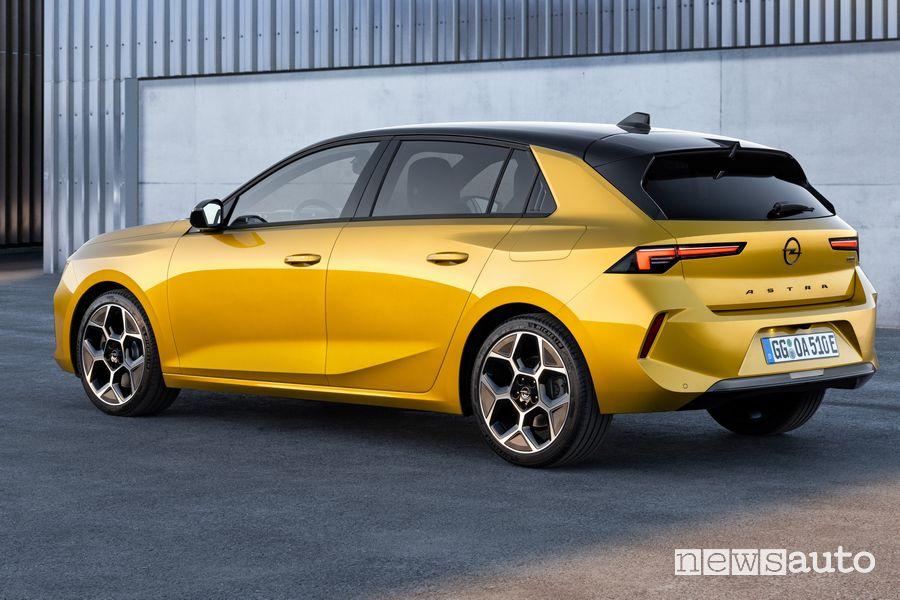 Vista posteriore nuova Opel Astra