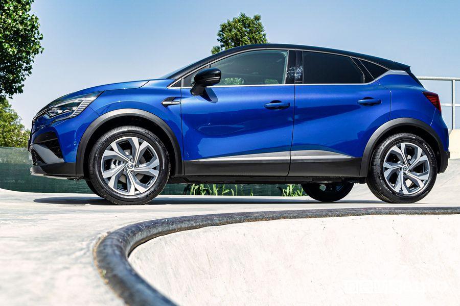 Vista laterale Renault Captur E-Tech Hybrid R.S. Line