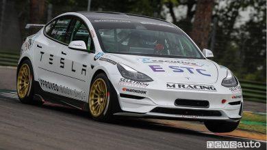 Tesla Model 3 da corsa E-STC Series in pista ad Imola