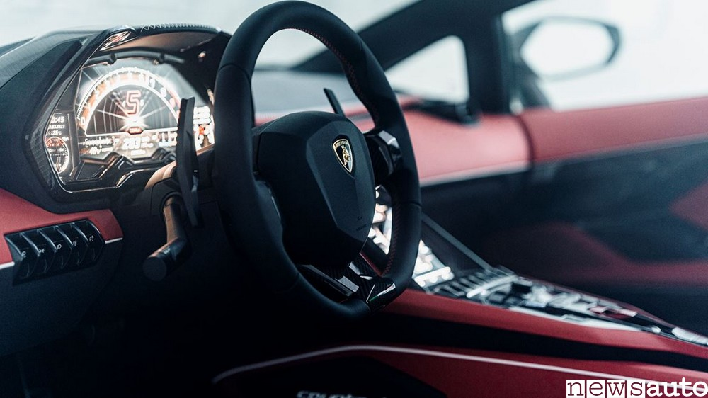 Volante e cruscotto della nuova Lamborghini Countach