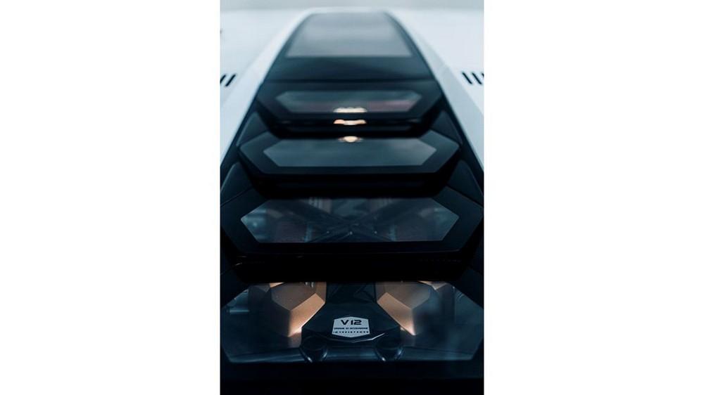 Il possente motore V12 ibrido della nuova Lamborghini  Coountach