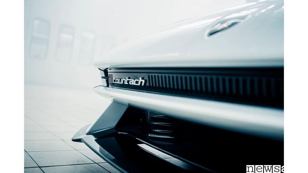Le linee retrò della nuova Lamborghini Countach