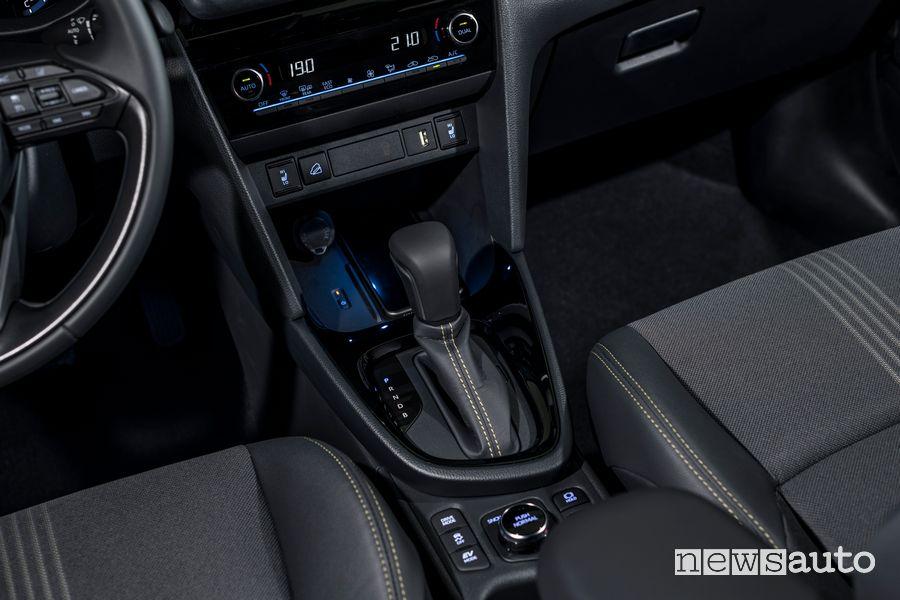 Leva cambio automatico abitacolo nuova Toyota Yaris Cross Adventure