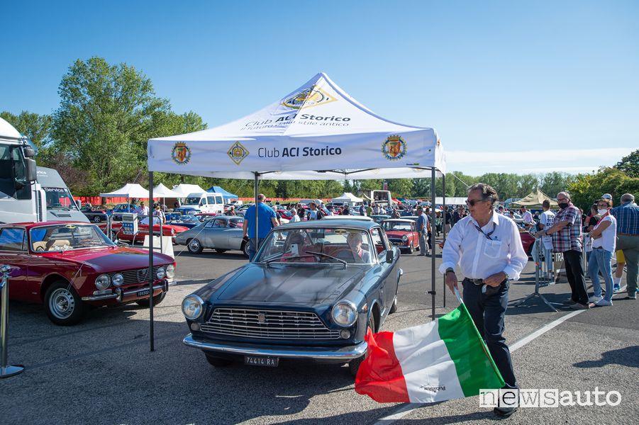 Gian Carlo Minardi da il via al raduno auto storiche ad Imola nell'Historic Minardi Day 2021