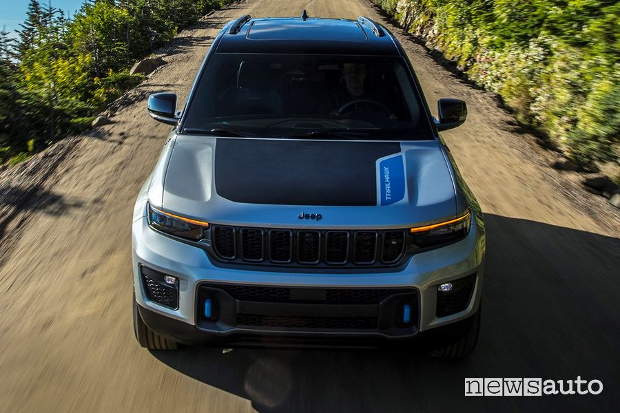 Vista frontale nuova Jeep Grand Cherokee Trailhawk 4xe
