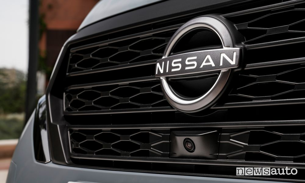 Griglia e telecamera anteriore furgone Nissan Townstar van