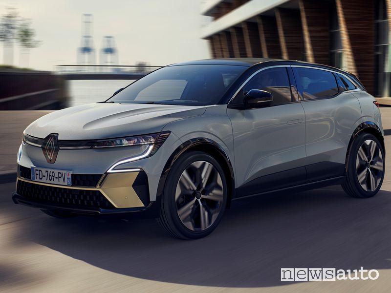 Vista di profilo nuova Renault Mégane E-TECH Electric su strada