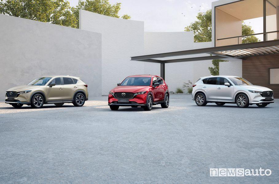 nuova Mazda CX-5 gamma allestimenti Business ed Exceed, più le versioni speciali Newground, Homura e Signature