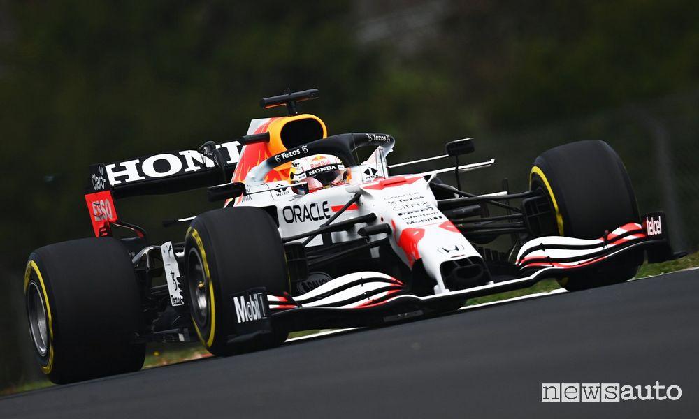 Red Bull livrea celebrativa bianca Honda qualifiche F1 Gp di Turchia 2021